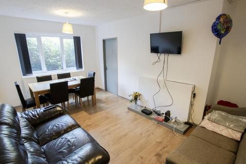 6 bedroom terraced house to rent - Fladbury Crescent