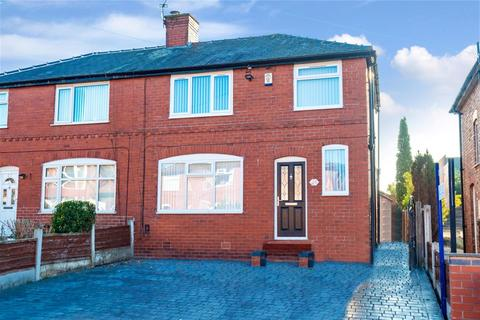 3 bedroom semi-detached house - Branksome Drive, Salford, M6 7PP