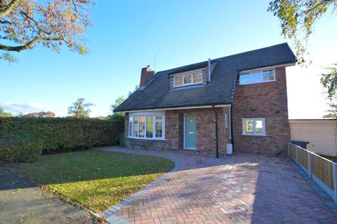 3 bedroom detached house for sale - Greenfields Close, Lach Dennis