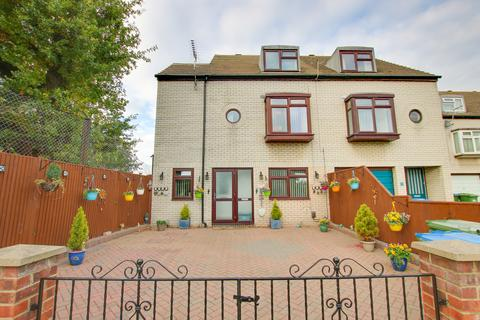 4 bedroom end of terrace house for sale - Laurel Close, Woolston