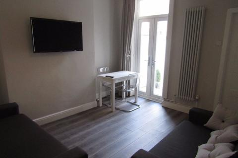 3 bedroom terraced house to rent - Cameron St, Kensington
