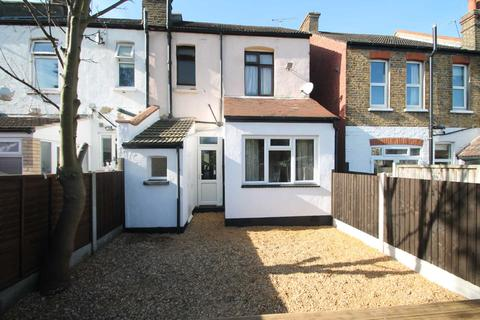 1 bedroom flat for sale - Hainault Avenue, Westcliff On Sea
