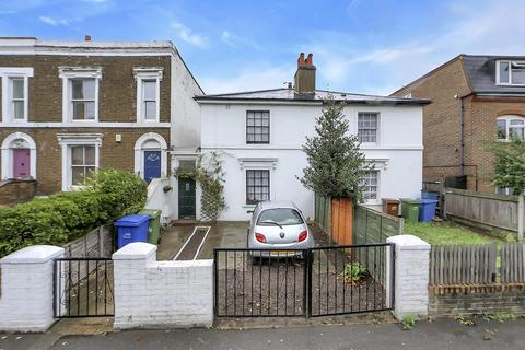 3 bedroom semi-detached house for sale - Commercial Way, London SE15