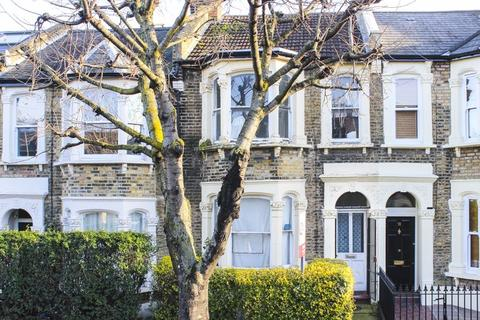 3 bedroom terraced house for sale - Roding Road, London