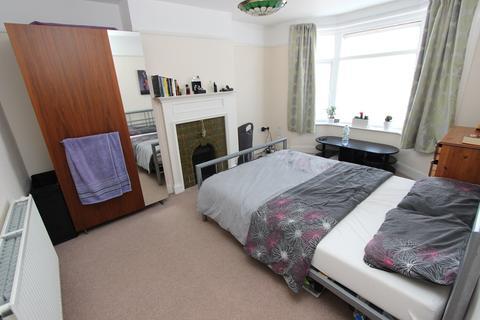 3 bedroom semi-detached house for sale - Kennedy Road, Maybush, Southampton, SO16
