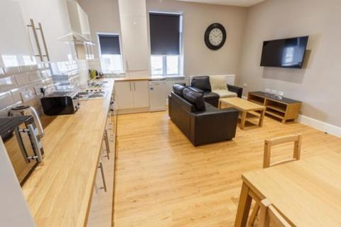 4 bedroom flat to rent - Crouch End Hill, London, N8