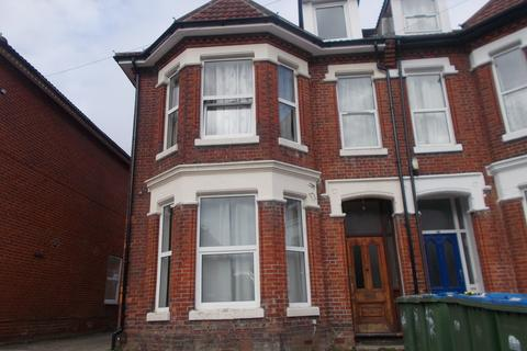 8 bedroom semi-detached house to rent - Alma Road, Southampton