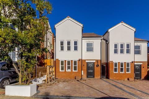 4 bedroom detached house for sale - New Malden