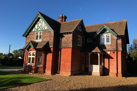 4 bedroom detached house to rent - Bishopsgate Road, Englefield Green
