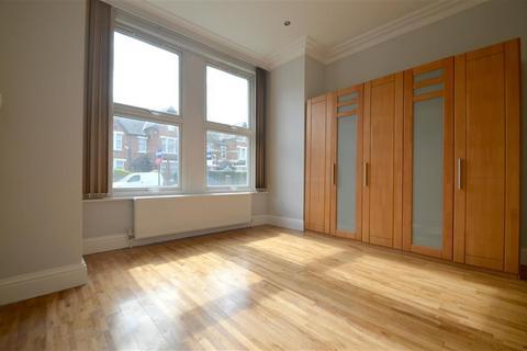 2 bedroom ground floor flat to rent - Madeley Road, Ealing, London, W5 2LA