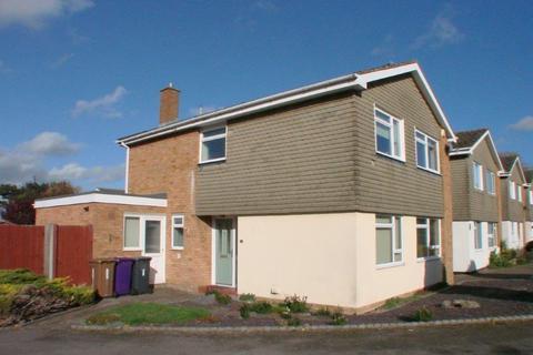 4 bedroom detached house to rent - Alder Close, Baldock, SG7 6HN