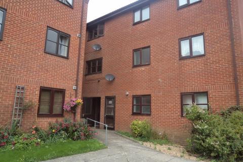 Studio to rent - Honeywood Close, Hilsea