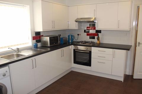4 bedroom flat share to rent - 4 bedroom on Wilmslow Road, Fallowfield
