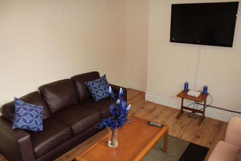 6 bedroom house share to rent - 6 Bedroom on Landcross Road, Fallowfield
