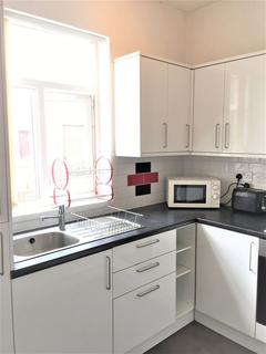 4 bedroom flat share to rent - 4 Bedroom Flat on Wilmslow Road, Fallowfield