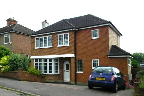 3 bedroom detached house to rent - Meadow Road Berkhamsted Hertfordshire