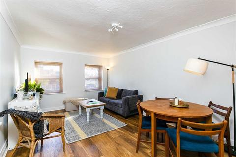 3 bedroom flat to rent - Earlham Grove, Forest Gate