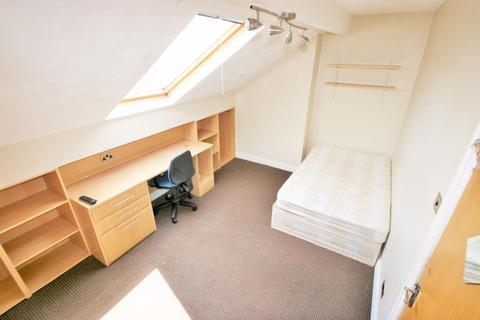 6 bedroom house to rent - Headingley Avenue, Headingley, LS6 3ER