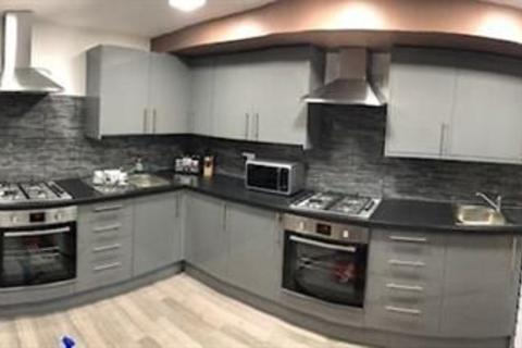 10 bedroom terraced house to rent - CHRISTMAS OFFER ** NO DEPOSIT OR FEES TO MOVE IN * WEEKLY PAYMENTS * STUDENTS WELCOME