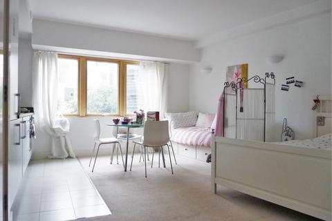 Studio to rent - Stroudley Road