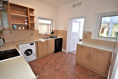 6 bedroom detached house to rent - Somerley Road, Winton, Bournemouth