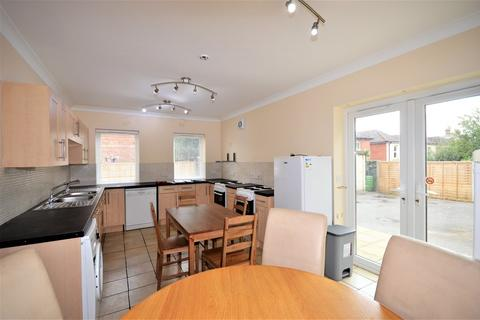 8 bedroom detached house to rent - Withermoor Road, Winton, Bournemouth