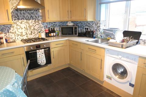 4 bedroom detached house to rent - Hartmoor Gardens, Ensbury Park, Bournemouth