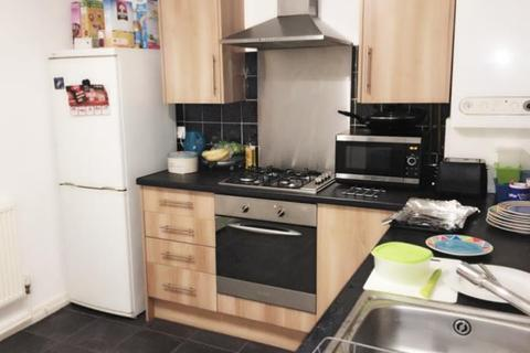3 bedroom house to rent - Poole Crescent
