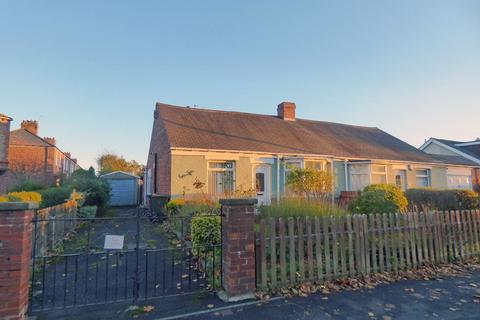 2 bedroom bungalow for sale - Whitley Road, Holystone, Newcastle upon Tyne, Tyne and Wear, NE12 9SU