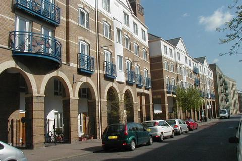 1 bedroom flat - Balmoral Court, King & Queen Wharf, London, SE16