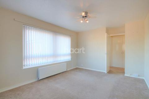 1 bedroom flat for sale - Peters Court, Russell Close