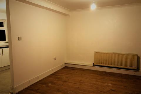 2 bedroom flat to rent - Burnham Gardens, Hounslow TW4