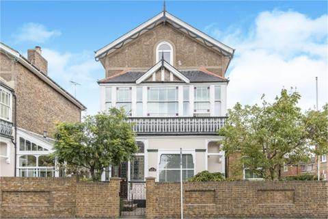 2 bedroom flat to rent - Laleham Road, STAINES-UPON-THAMES, Surrey