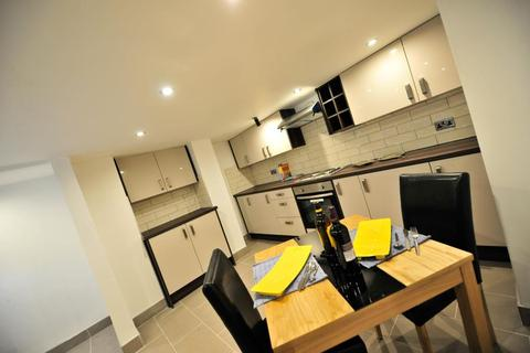 2 bedroom terraced house to rent - Beechwood Walk, Burley, Leeds LS4 2LZ