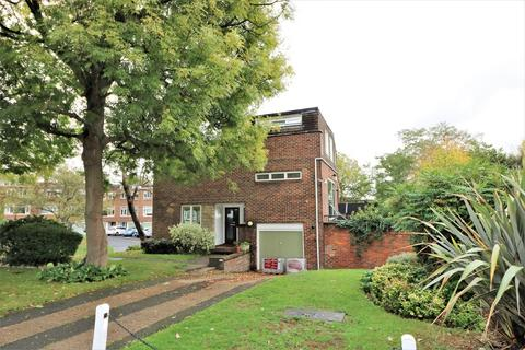 3 bedroom end of terrace house to rent - Hall Drive, Sydenham