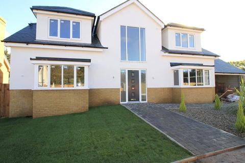 5 bedroom detached house for sale - Hutton Grange, North Drive, Brentwood, Essex, CM13