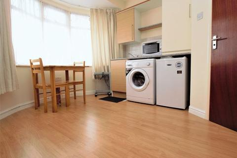Studio to rent - Nightingale Road, Edmonton N9