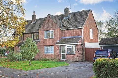 3 bedroom semi-detached house for sale - Meadway, Hildenborough