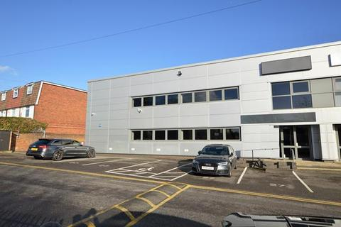 Warehouse to rent - Unit 27, Bates Industrial Estate, Church Road, Romford, Essex