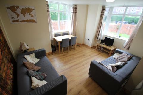 5 bedroom semi-detached house to rent - Shaw Lane, Headingley, Leeds, LS6 4DH