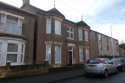 10 bedroom detached house to rent - Alma Road