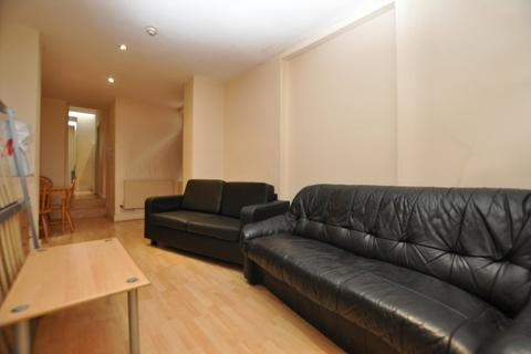2 bedroom flat to rent - Mile End Road, London E1
