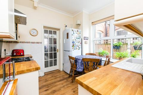 3 bedroom end of terrace house for sale - Lymington Avenue, Wood Green