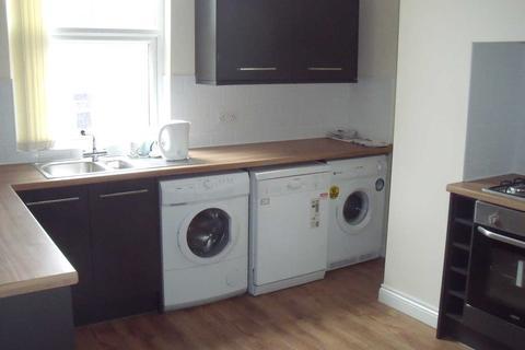 10 bedroom terraced house to rent - Victoria Road, Hyde Park, Leeds, LS6 1DU