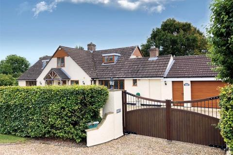 5 bedroom detached house for sale - Chester Road, Gatesheath, Tattenhall, Chester, CH3