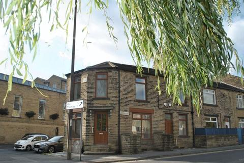 Retail property (high street) to rent - Leeds Road, Idle, BD10 9TD