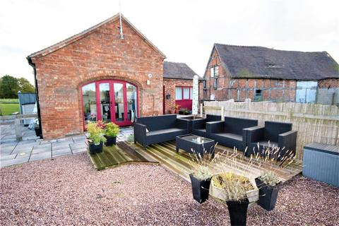 2 bedroom barn conversion to rent - Lower Cooksland, Seighford, Stafford