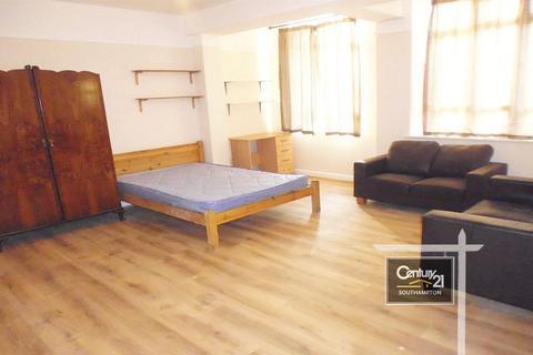 3 bedroom flat to rent - |Ref: 2/66|, Portswood Road, Southampton, SO17 2FW