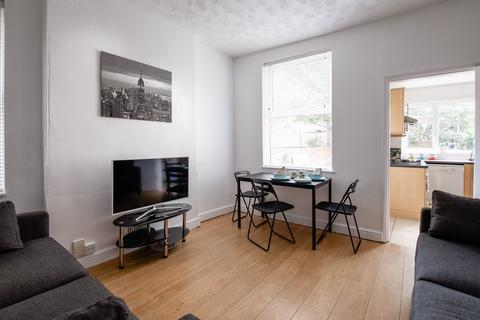 5 bedroom house share to rent - Trinity Avenue, Lenton,