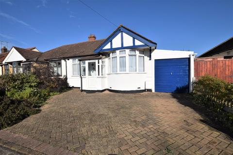 2 bedroom semi-detached house for sale - Jerningham Avenue, Clayhall, IG5 0UG